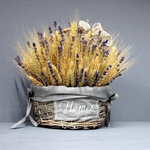 Композиция из лаванды и пшеницы в корзине: букеты цветов на заказ Flowwow