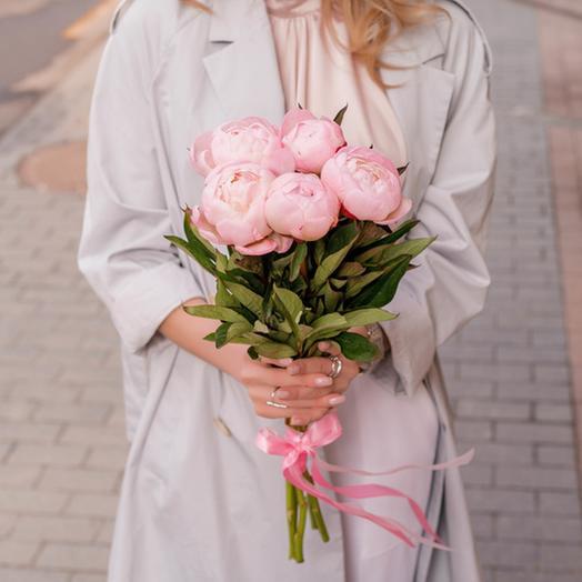 Букет из 7 розовых пионов: букеты цветов на заказ Flowwow