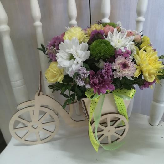 Стильная композиция с хризантемами и лимониумом: букеты цветов на заказ Flowwow