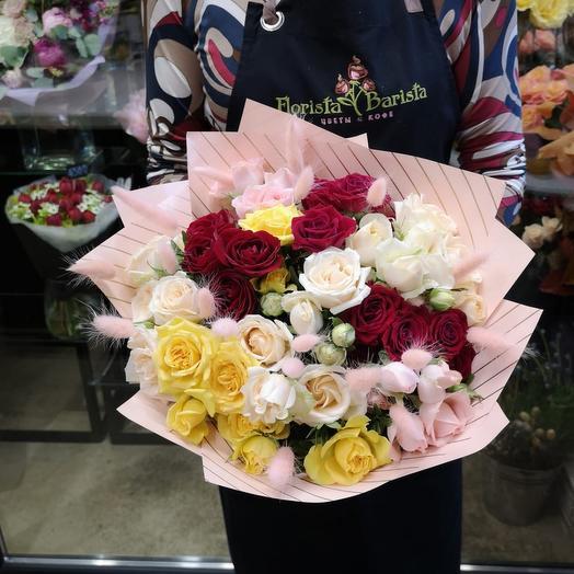 Букет из кустовой Розы с лагурусом: букеты цветов на заказ Flowwow