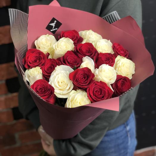 Букет Bouquet of 21 roses in a designer package