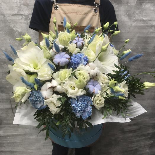 Коробка с амариллисом , мраморной гвоздикой и лизианткэусом: букеты цветов на заказ Flowwow