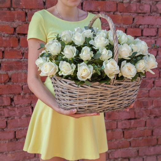 Корзина 51 белой розы