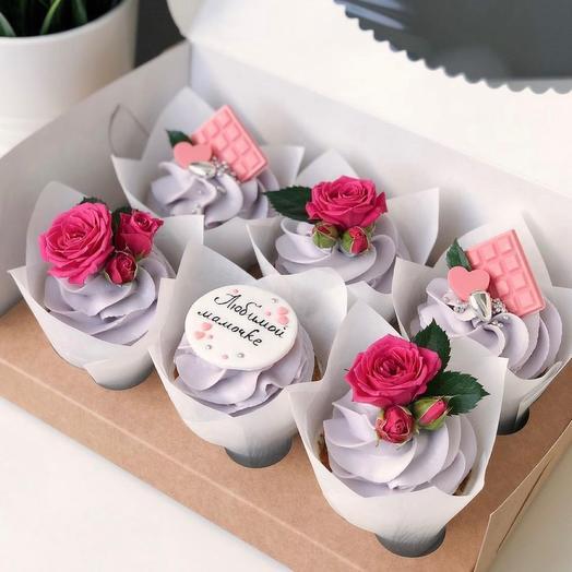 Набор из 6 капкейков с розой на 8 марта