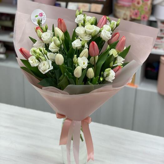 Тюльпаны и эустома
