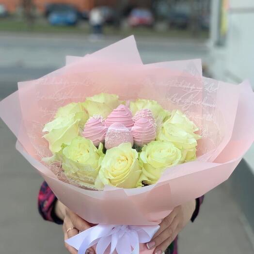 Розы и клубника