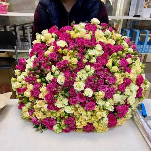Букет из 101 кустовых роз