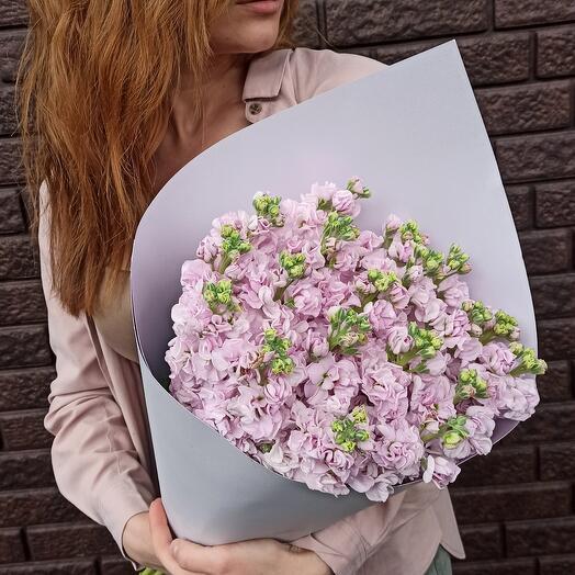 Букет из розовой маттиолы