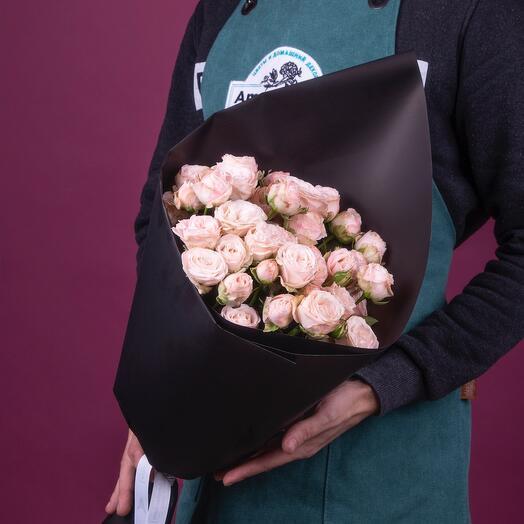 Букет из нежно-розовых пионовидных кустовых роз