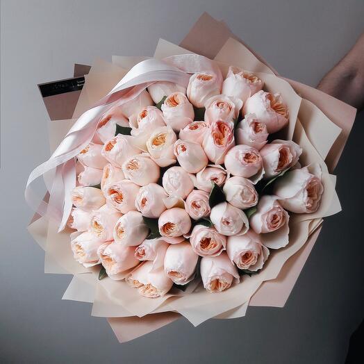 Букет из 35 роз Джульетта в бежевом крафте
