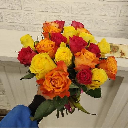 Букет из 21 разноцветной кенийская роза: букеты цветов на заказ Flowwow