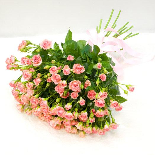Букет из кустовых роз Нежные розы: букеты цветов на заказ Flowwow