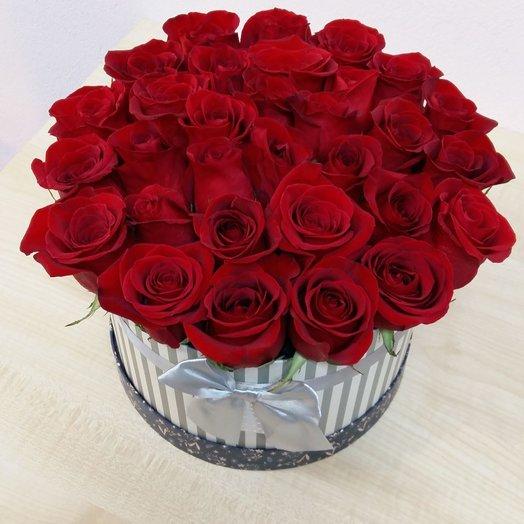 Розы в шляпной коробке с бантом: букеты цветов на заказ Flowwow