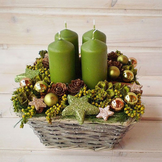 Новогодняя корзина «Привет от деда Мороза»: букеты цветов на заказ Flowwow
