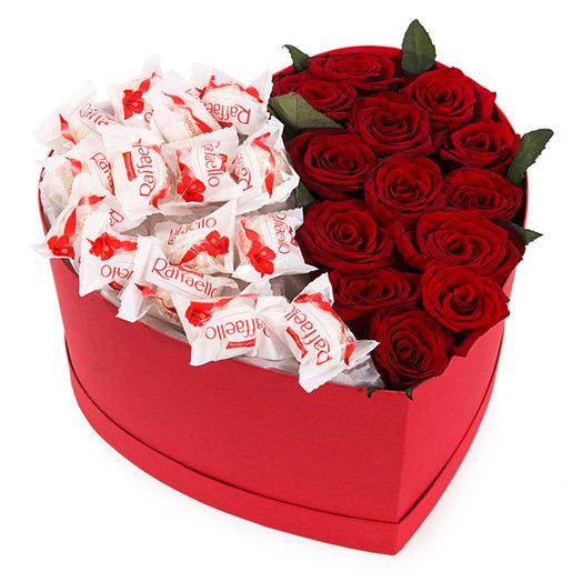 Коробка сердце из роз и конфет