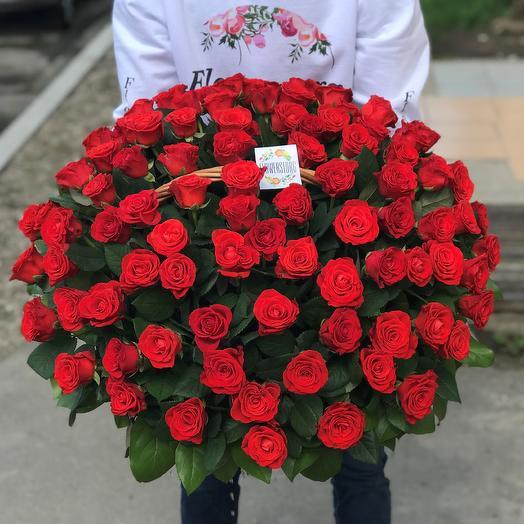 Корзины с цветами. Розы красные. 101 роза. N85