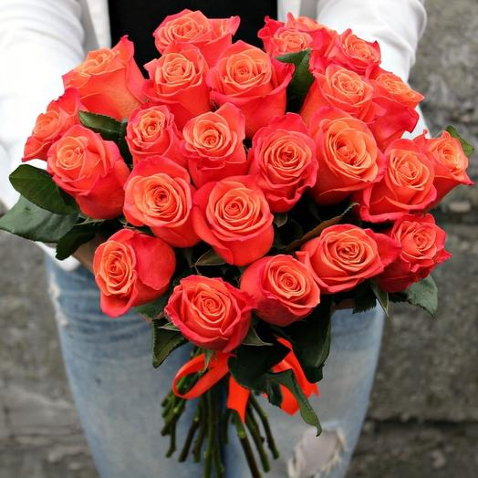 25 оранжевых роз: букеты цветов на заказ Flowwow