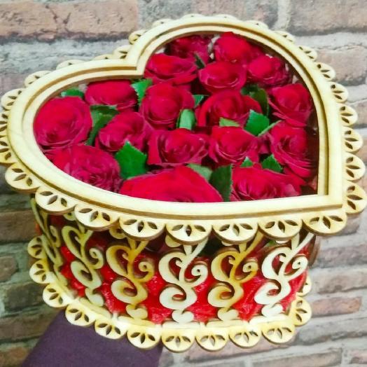 Шкатулка с розами: букеты цветов на заказ Flowwow