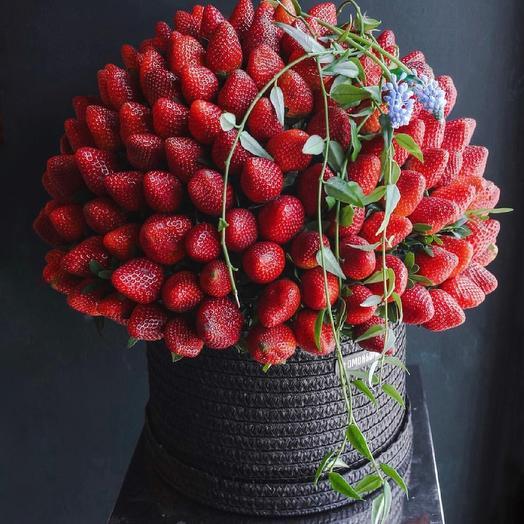 Клубничка авторская: букеты цветов на заказ Flowwow