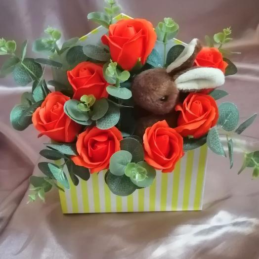 Зайчик с мыльными розами: букеты цветов на заказ Flowwow