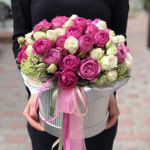 Цветочная композиция с пионовидными розами