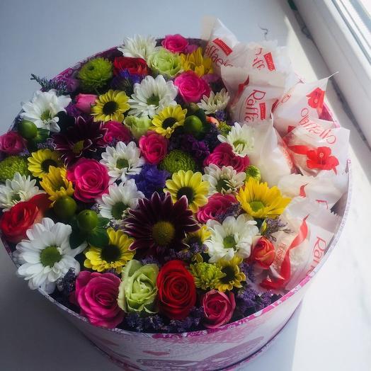 Цветочная коробочка с рафаэлло: букеты цветов на заказ Flowwow