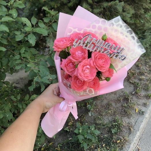 Букет из кустовых роз с топпером: букеты цветов на заказ Flowwow