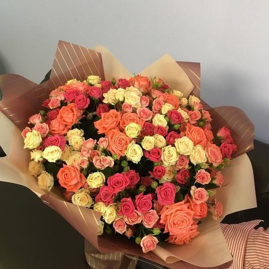 Классический букет из кустовой розы