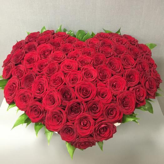 Огромное Сердце из роз: букеты цветов на заказ Flowwow