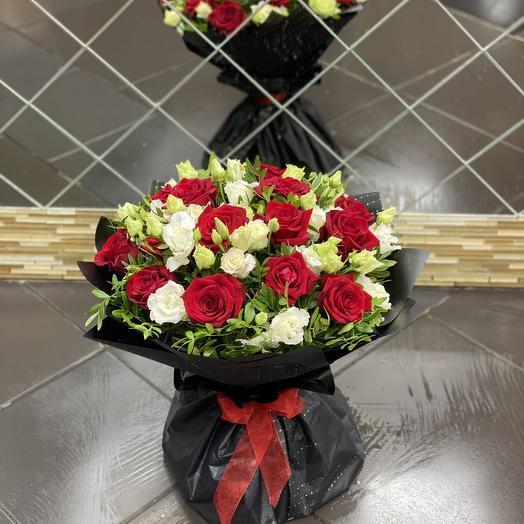 Букет из роз и лизиантусов: букеты цветов на заказ Flowwow
