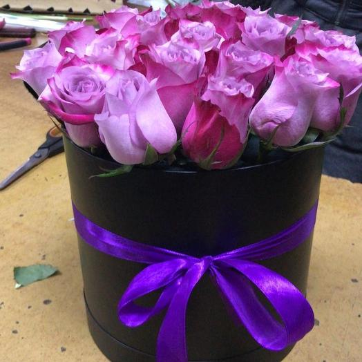 Розы дип перпл в шляпной коробке 19 Шт: букеты цветов на заказ Flowwow