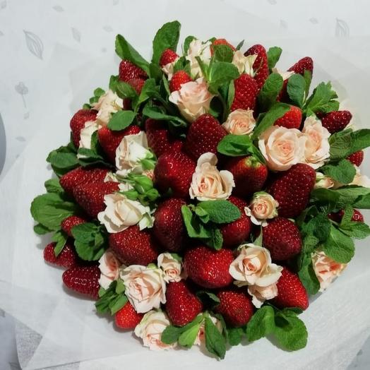 35 клубника с кустовые розами