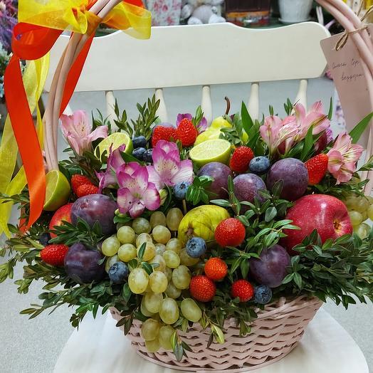 Корзина фруктов и цветов