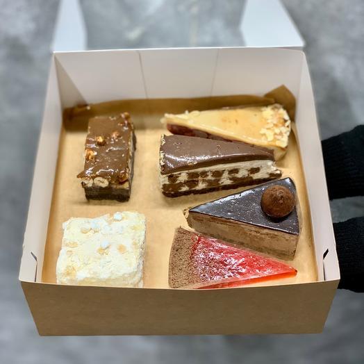 Микс десертов с Брауни и Миндальным пирожным