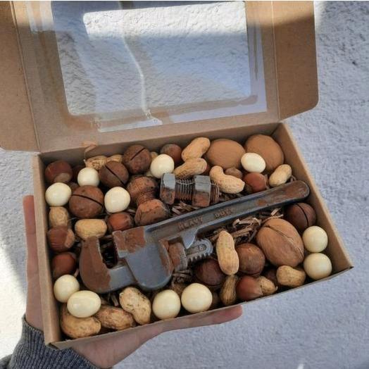 Шоколадный газовый ключ с орехами и орешками в шоколаде