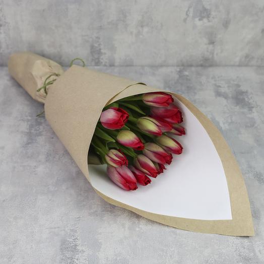 Букет из 15 тюльпанов «Красные тюльпаны в крафте»