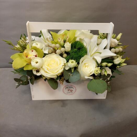 Ящик с лилией,розами и орхидеей