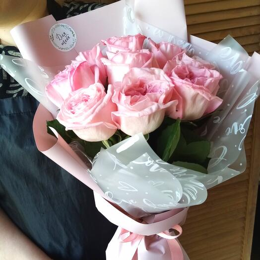 Bouquet of 9 peony-shaped pink roses