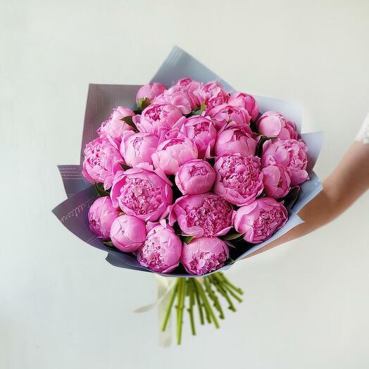 Шикарный Букет из 25 ярко розовых пионов