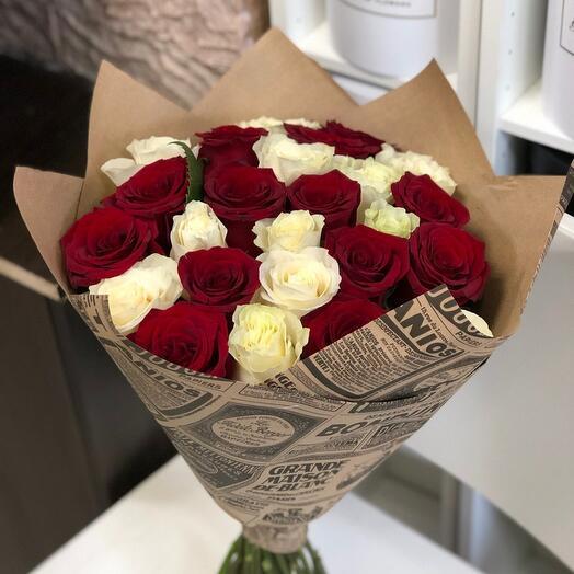 25 роз микс в крафте
