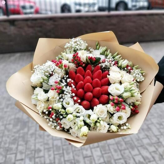 Клубника с цветами 🍓️