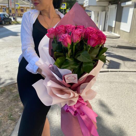 Роскошный  букет малиновых роз
