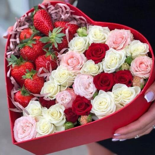 Цветы с клубникой