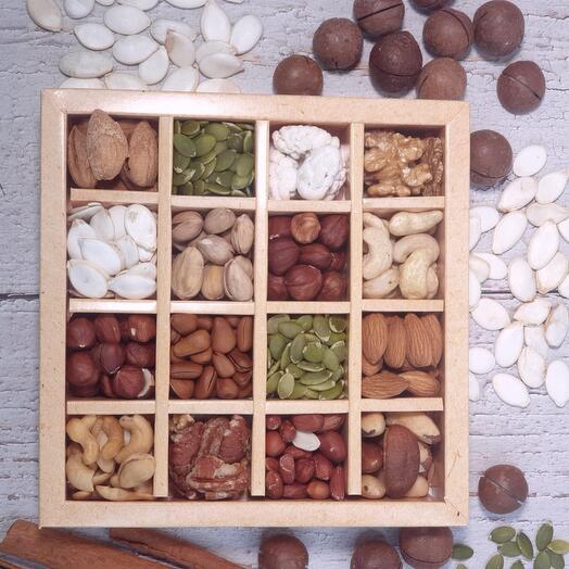 Коробочка орехов