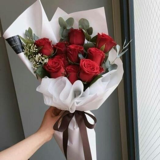 Букет роз в упаковке