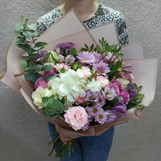 Шикарный букет с красивыми ассорти цветов