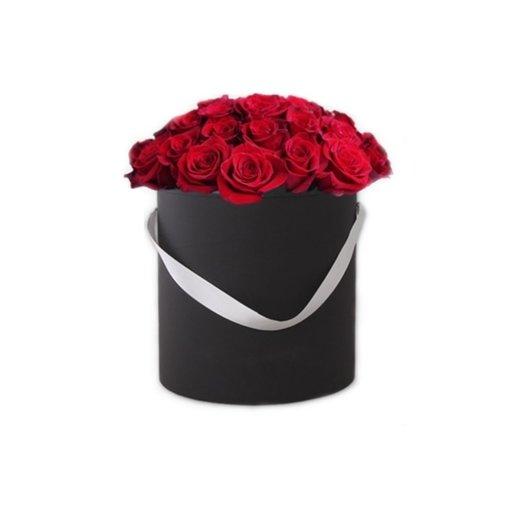 25 красных роз в шляпной коробке: букеты цветов на заказ Flowwow