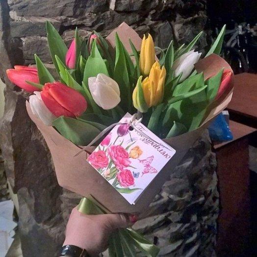 Букет из 11 тюльпанов в крафт-бумаге