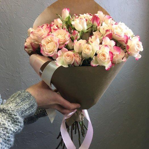 Кустовые розы в кульке: букеты цветов на заказ Flowwow