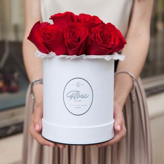 Красные розы Red Kenya в шляпной коробке Demi WHITE: букеты цветов на заказ Flowwow